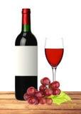 Flasche, Glas Rotwein und Traube auf Holztisch Lizenzfreies Stockfoto