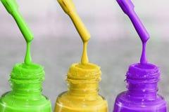 Flasche Lack für die Fingernägel Frauen ` s Acrylfarbe Lizenzfreies Stockbild