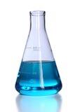 Flasche mit blauer Flüssigkeit stockbild
