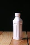 Flasche mit einem schwarzen Hintergrund Lizenzfreies Stockfoto