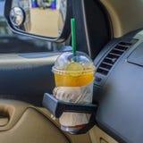 Flasche mit gefrorenem Zitronentee Lizenzfreie Stockfotografie