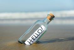 Flasche mit Gruß, hallo Stockfotografie