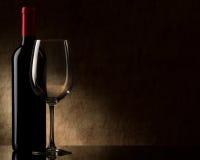 Flasche mit Rotwein und Glas Lizenzfreie Stockfotografie