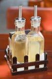 Flasche mit Schmieröl und Essig Lizenzfreie Stockbilder