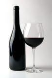 Flasche Rotwein mit Glas Lizenzfreie Stockfotografie