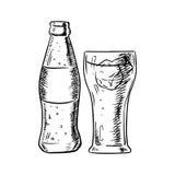 Flasche Soda und gefülltes Glas mit Eis stock abbildung
