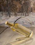 Flasche trockenes Weißwein lizenzfreie stockfotos
