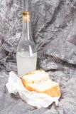 Flasche und Brot Lizenzfreies Stockfoto