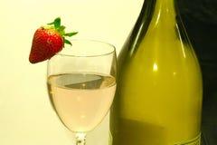 Flasche und Glas Stockfoto
