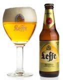 Flasche und Glas blondes Bier Belgier Leffe Stockfoto