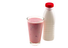 Flasche und Glas mit Joghurt Stockbild