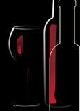 Flasche und Glas mit Rotwein Lizenzfreies Stockfoto