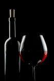 Flasche und Glas Rotwein Lizenzfreies Stockfoto