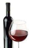Flasche und Glas Rotwein Stockfotografie