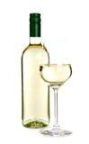 Flasche und Glas weißer Wein Stockfotos