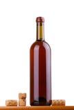 Flasche Wein getrennt auf weißem Hintergrund Stockfoto