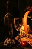 Flasche Wein, Gläser und Frucht Lizenzfreie Stockbilder