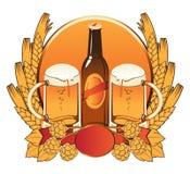 Flasche, zwei Gläser Bier Lizenzfreie Stockbilder