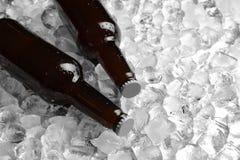Flaschen Bier auf Stapel lizenzfreies stockfoto