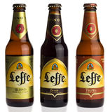 Flaschen des Belgiers Leffe blondes, Bruin- und Tripel-Bier Lizenzfreies Stockbild
