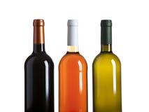 Flaschen des Rotes, der Rose und des weißen Weins getrennt auf Weiß stockbild
