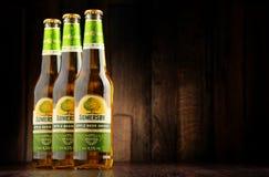 Flaschen des Somersby-Apfelweingetränks Stockfotos