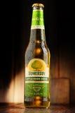Flaschen des Somersby-Apfelweingetränks Stockfoto