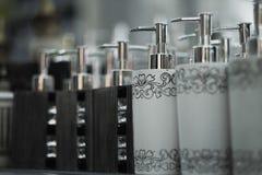 Flaschen für Seife im Speicher Lizenzfreie Stockbilder