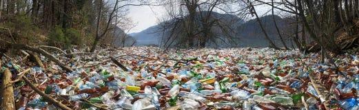 Flaschen im Reservoirberg Stockbild