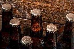Flaschen kaltes Bier Stockfoto