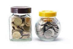 Flaschen Münzen stockfotografie