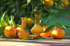 Flaschen Mandarinenöl Stockfoto