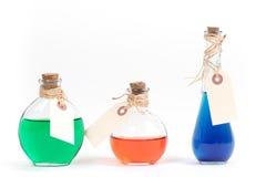 Flaschen mit bunter Flüssigkeit lizenzfreies stockbild