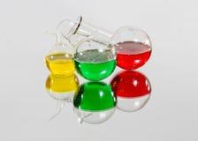 Flaschen mit farbigen Flüssigkeiten Stockbild