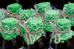 Flaschen mit Getränk lizenzfreie stockbilder