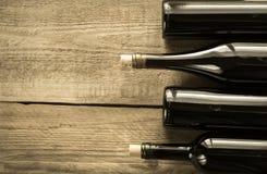 Flaschen mit Rotwein Lizenzfreie Stockfotos