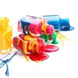 Flaschen mit verschüttetem Nagellack lizenzfreies stockfoto