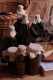Flaschen mit Weinalkohol und -saft Lizenzfreie Stockfotografie