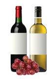 Flaschen Rot und Weißwein und Trauben lokalisiert auf Weiß Stockbild