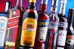 Flaschen sortierte globale Alkoholmarken lizenzfreies stockfoto
