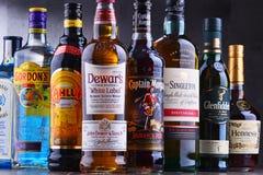 Flaschen sortierte globale Schnapsmarken Stockbilder