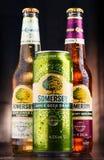 Flaschen und Dose des Somersby-Apfelweingetränks Stockbilder