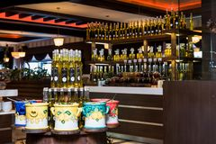 Flaschen von Olive Oil zum darzustellen lizenzfreie stockfotos