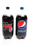 Flaschen von Pepsi und von Diät Pepsi maximal Lizenzfreie Stockfotografie