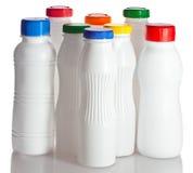 Flaschen von unterhalb des Joghurts Stockbilder