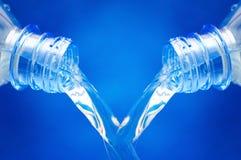Flaschen Wasser lizenzfreies stockfoto