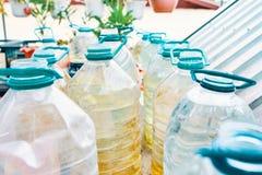 Flaschen Wasser lizenzfreies stockbild