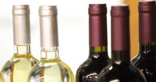 Flaschen Wein stock footage