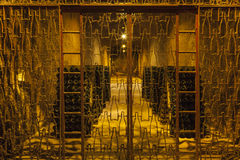 Flaschen Wein in der Weinkellerei Lizenzfreies Stockfoto