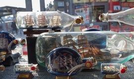 Flaschenschiffe in einem Speicher stockfoto